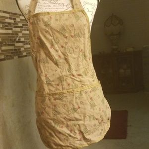 Christmas theme apron with 3 pockets in front!